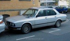 BMW E28 524td am Strassenrand