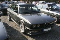 BMW E28 Facelift große moderne Felgen Chromgriffe